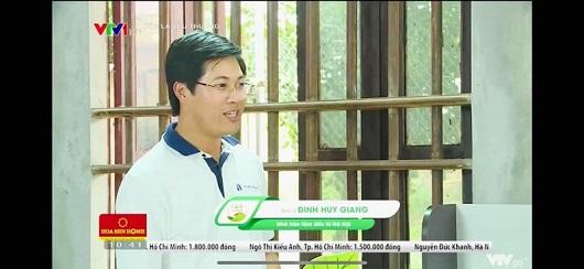 Dr Huy Giang cùng cặp lá yêu thương